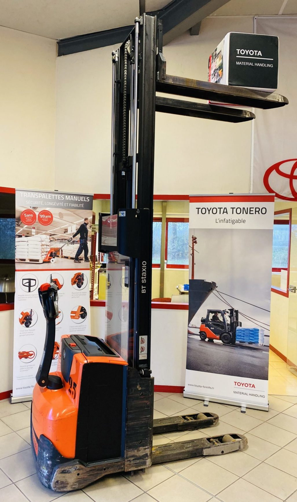 Gerbeur électrique Toyota BT SWE120L photo 3